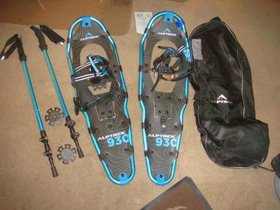 "NEW ALPTREK 30"" SNOWSHOES ,POLES AND CARRY BAG"