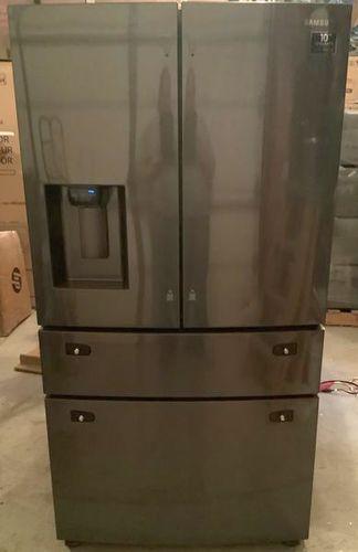 Samsung RF28R7201SG 28-cu ft 4-Door French Door Refrigerator with Ice Maker (Fingerprint-Resistant Black Stainless Steel for sale in Sandy , UT