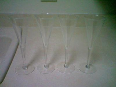 FLUTED WINE GLASSES