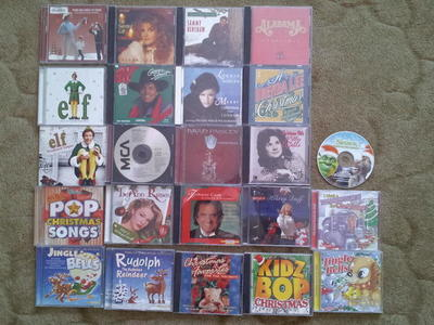 17 Christmas CDs Country Plus