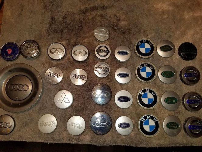 Middle Hubcaps, many different makes at $4 each. for sale in Taylorsville , UT