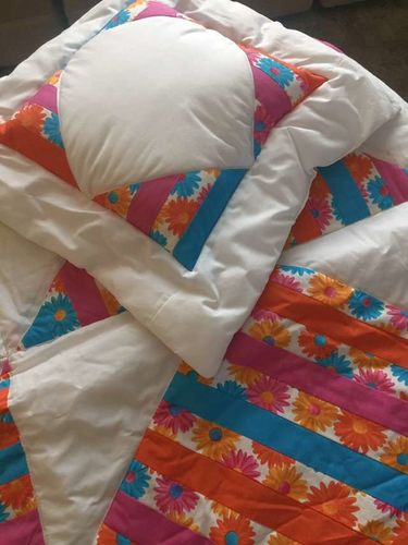 Small Quilt & 2 Pillows for sale in West Valley City , UT