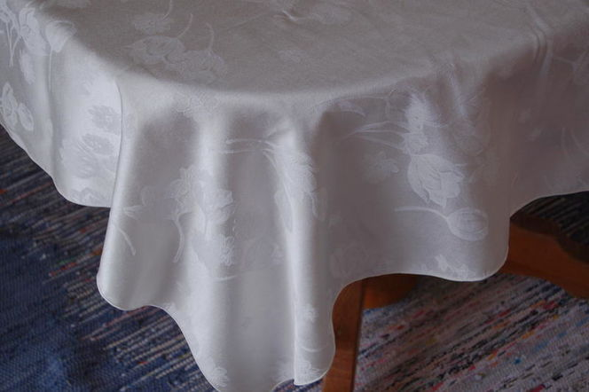 Tablecloth, Ivory Jacquard Satin (2) 90 for sale in Alpine , UT