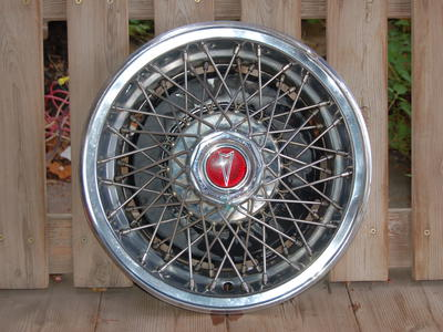 70'S PONTIAC 14 in. HUBCAP SET 70'S SPOKE STYLE