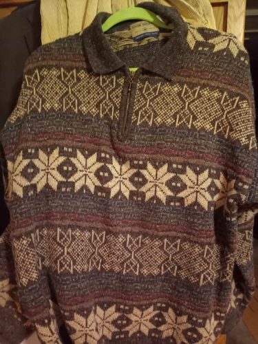 Pull Over Sweater. Great winter look. Size Medium. pre-owned. Excellent. for sale in Provo , UT