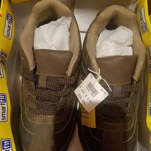New Boys Shoes Size 2.5 for sale in West Jordan , UT