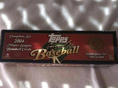 2004 TOPPS basebll cards complete set  NEW in box