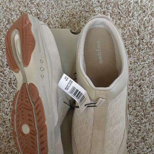 New Easyspirit Slip-on women shoes Size 9 for sale in North Salt Lake , UT