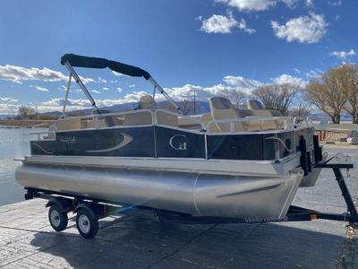20' Pontoon boat for rent at Red Arch Rentals
