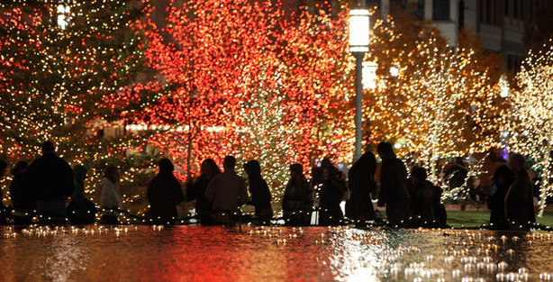 When are the Christmas lights at Temple Square switched on?