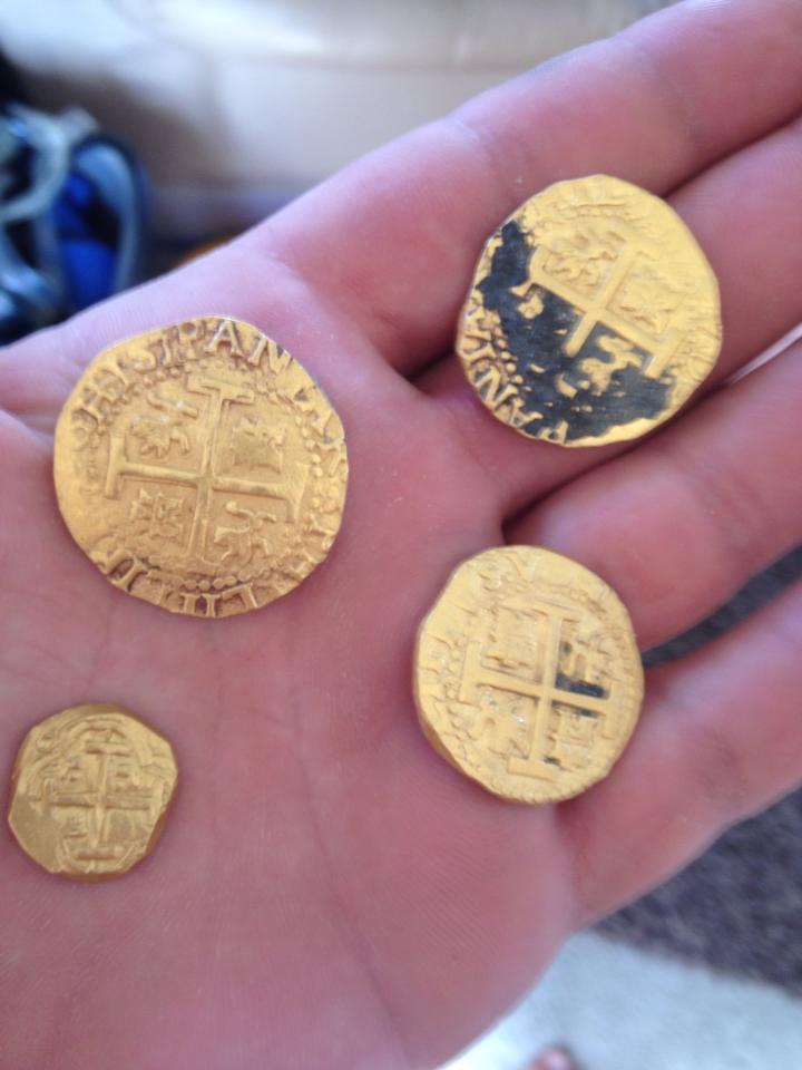 Семейство охотников за сокровищами нашло настоящие испанские.