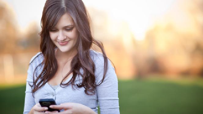 texting girl shutter