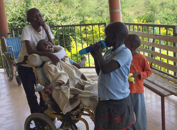 Hospice Nurses Find Compassion In Kenyan Hospital