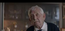 """Anuncio navideño de un abuelo solitario un éxito en redes; la gente nu """"puede parar de llorar"""""""
