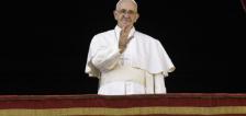 El papa transmite mensaje de misericordia en día de Navidad
