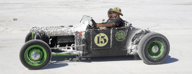Racers Whip Across Utah S Famed Salt Flats After Years Off Ksl Com