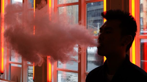 5 people hospitalized with lung disease after vaping, Utah health officials report