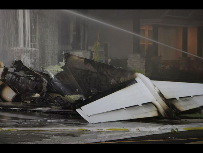 Plane crashes into house in Payson; pilot dies
