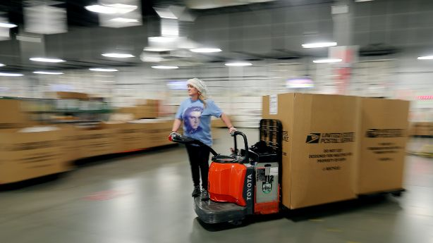 With holiday season in full swing, Utah postal employees gear up for busiest day of year