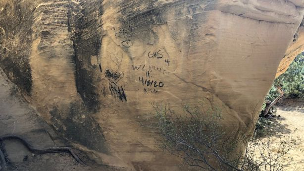 Popular Moonshine Arch near Vernal tagged with graffiti | KSL.com