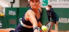 Swiatek powers past Podoroska to reach first Grand Slam final