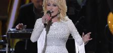 'Vaccine, vaccine': Dolly Parton adds pandemic hero to list of accomplishments