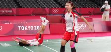 Have You Seen This? Mid-game racket switch leads to gold medal