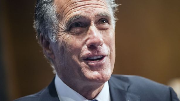 Romney says this issue is enough for government to be 'hanging on by a thread'